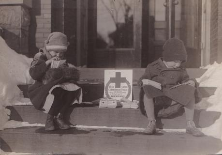1915 Red Cross Christmas Seal Campaign